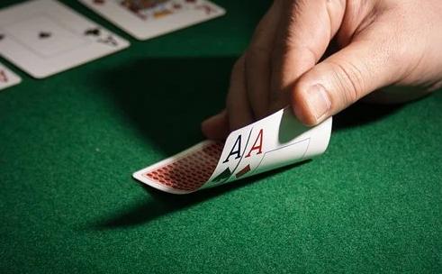 Spela på pokersidor med svensk spellicens